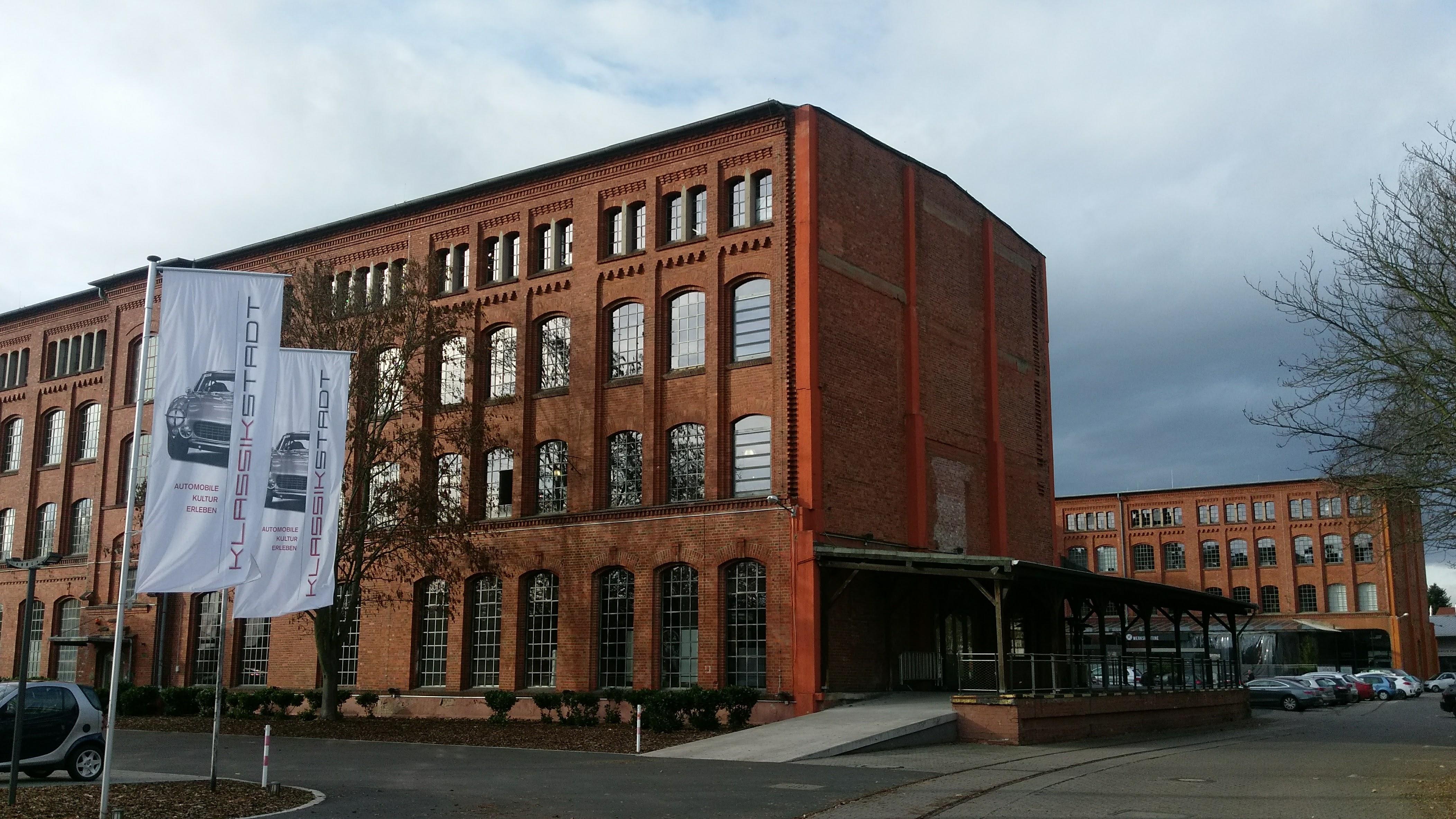 Gebäude links