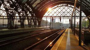 Der Blick aus dem Bahnhof ...